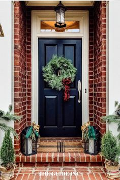 Thank goodness I saw this post before I tried finding a Christmas wreath! Gave me all the information I needed!! Christmas Wreaths For Windows, Christmas Decorations For The Home, Christmas Lights, Christmas Diy, Holiday, Happy Friday, Thrifting, Decor Ideas, Doors