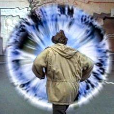 """Gefällt 46 Mal, 3 Kommentare - SLiDERS DiMENSiON (@slidersdimension) auf Instagram: """"Would you jump in? #vortex #parallelearth #wormhole #einsteinrosenbridge #sliders #scifi #jump"""""""