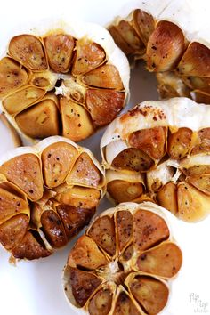 How to Roast Garlic it really cant get any easier than this simple recipe Roasted garlic tastes creamy sweet and delish Serve on top of toast or throw into any recipe th. Roasted Garlic Cloves, Baked Garlic, Garlic Shrimp, Roasted Garlic Mashed Potatoes, Pan Comido, Garlic Recipes, Garlic Ideas, Pureed Recipes, Baked Brie Recipes