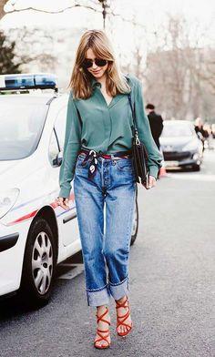 Pernille Teisbaek look calça jeans e lenço como cinto
