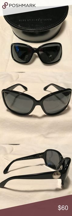 Black Marc Jacobs sunglasses These black Marc Jacobs sunglasses are in excellent preowned condition with no scratches! Black frames with grey lenses. Comes with hard case. Marc By Marc Jacobs Accessories Sunglasses