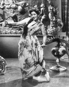Indian Film Actress, Old Actress, Indian Actresses, Old Bollywood Movies, Vintage Bollywood, Most Beautiful Indian Actress, Beautiful Actresses, Bollywood Stars, Bollywood Fashion