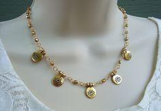 Lotus fleur perlée Necklace.Metal plaqué en 24 par GinaJiangDesign
