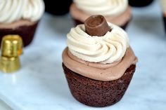 "Gluten-free ""Rolo"" Chocolate-&-Salted-Caramel Cupcakes"