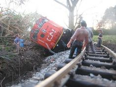 Garden Train - G-Scale - Train Derailment