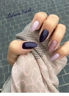 Snatching Nail Designs You Have To Try In 2018 Almond nails in shades of purple and lilac with a glittery accent nail by Sylvia Krol.Almond nails in shades of purple and lilac with a glittery accent nail by Sylvia Krol. Hair And Nails, My Nails, Nails Today, Nice Nails, Plum Nails, Purple Nails, Dark Color Nails, Light Colored Nails, Bright Summer Nails