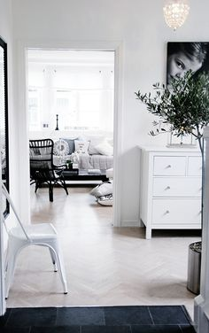 I want to paint all of our ugly white and slipcover the rest. Hallway Inspiration, Interior Inspiration, Pandomo Floor, My Home Design, House Design, White Wooden Floor, House Of Philia, Front Rooms, Living Room Interior