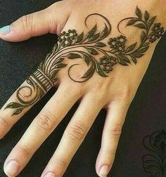 Mehndi Designs: Simple And Easy Henna Modern Henna Designs, Henna Tattoo Designs Simple, Floral Henna Designs, Basic Mehndi Designs, Latest Bridal Mehndi Designs, Henna Art Designs, Mehndi Designs For Beginners, Mehndi Designs For Girls, Mehndi Design Photos