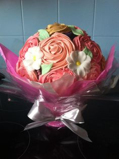 Cupcake bouquet with fondant fill in flowers Flower Cupcakes, Cupcake Bouquets, Mothers Day Cupcakes, Cakes For Women, Happy Mothers Day, Fondant, Cupcake Cakes, Cake Decorating, Special Occasion