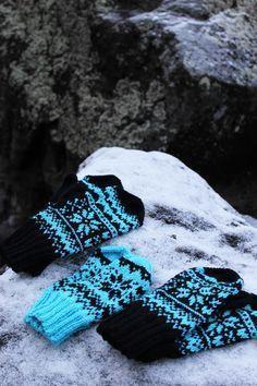 Koti kuusen alla: Talvi -lapaset + ohje Knitting Charts, Knitting Stitches, Knitting Patterns Free, Free Knitting, Knitting Socks, Crochet Patterns, Knit Socks, Mittens Pattern, Knit Mittens