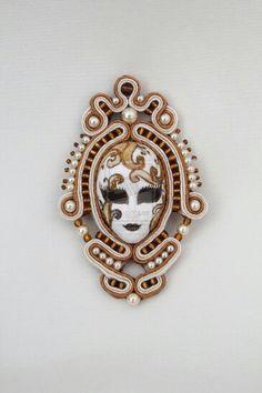 .Cameo idea - soutache Diy Jewelry, Beaded Jewelry, Jewelery, Handmade Jewelry, Jewelry Making, Soutache Pendant, Soutache Necklace, Tutorial Soutache, Passementerie