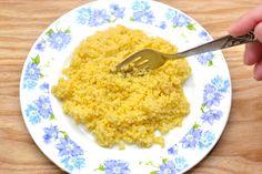 Le millet est une graine complète faite d'une petite graine ronde et jaune. En général, son apparence rappelle les graines pour oiseaux. La plupart des supermarchés ou des magasins bio vendent du millet, qui procure une alternative au riz. ...