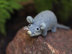Chętnie udostępniam ten artykuł z mojego sklepu #etsy: Muta | tiny little RAT * made to order * natural materials - wool and wood | small plushie grey rat mouse handmade cute softie Softies, Plushies, Rat Mouse, Natural Materials, Rats, I Shop, Glass Beads, Dinosaur Stuffed Animal, Creatures