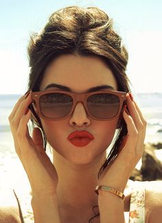 coral red lips! love her hairstyle and brown sunglasses!