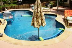 Umbrella stand in the pool. Smart! If only I could own a pool someday.. Lol