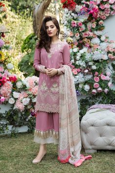 Imrozia Lawn Collection 2018 is part of Dresses - Saison De L'Amour Embroidered Lawn By Imrozia Absolutely unique and Sophisticated style Imrozia Presenting summer lawn collection 2018 Saison De L'Amour Trajes Pakistani, Pakistani Formal Dresses, Pakistani Fashion Casual, Pakistani Wedding Outfits, Indian Fashion Dresses, Pakistani Dress Design, Indian Designer Outfits, Designer Dresses, Lehenga Wedding