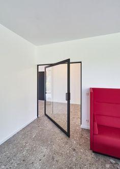 Pivot Doors, Sliding Doors, Front Doors, Transformer Un Garage, Underfloor Heating Systems, Interior Styling, Interior Design, Glass Shower Doors, Glass Doors