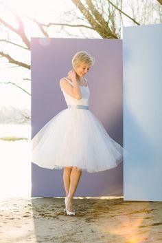 noni noni Brautkleider 2017 | Ballerina Brautkleid kurz mit Tüllrock und schmalen Trägern (www.noni-mode.de - Foto: Le Hai Linh)
