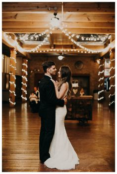 KIM + JAMES / Starline Factory Harvard Il – Pam Cooley Photography