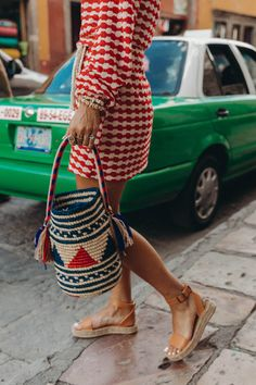 Discover recipes, home ideas, style inspiration and other ideas to try. Boho Fashion, Womens Fashion, Style Snaps, Ulla Johnson, Looks Cool, Girls Wear, Casual Chic, Cute Dresses, Straw Bag