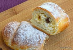 Bușeuri cu brânză dulce și stafide - pufoase, foietate și aromate | Savori Urbane Donuts, Cooking Recipes, Sweets, Bread, Desserts, Food, Pastries, Projects, Frost Donuts