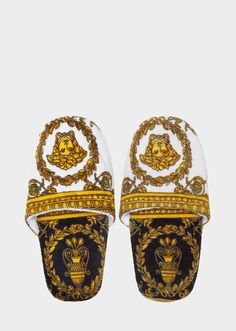 I ♡ Baroque Bath Slippers by Versace Home. I ♡ Baroque luxury bath slippers in absorbent, soft cotton. Versace Pink, Versace Brand, Versace Home, Versace Fashion, Love Fashion, Fashion Shoes, Fashion Accessories, Mens Fashion, Versace Suits For Men