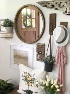 Farmhouse Decor: How To Create a Welcoming Summer Entryway. Easy ideas to design your summer entryway for easy, breezy, & simple entertaining. Welcome your guests with style. Elegant Home Decor, Easy Home Decor, Elegant Homes, Rustic Farmhouse Entryway, Cottage Entryway, Vintage Farmhouse, Modern Farmhouse, Shabby Chic, Entry Way Design