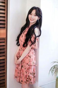 Lovelyz Kei, Pose Reference Photo, Korean Singer, Korean Girl Groups, Kpop Girls, Idol, High Neck Dress, Poses, Actors