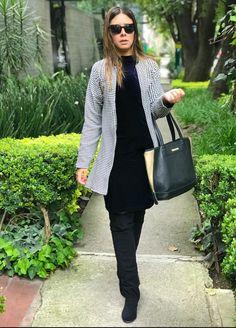Me siento muy Chanel... otoño invierno abrigo estampado outfit oscuro