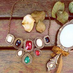 Maxi Colar Pedraria Colorida.  #lacosdefilo #acessorios #necklace #maxicolar #retro
