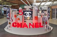 World Duty Free unwraps Chanel Snowglobe at Stansted for festive season Cosmetic Display, Signages, Exhibition Booth Design, 2d Design, Photo Booth, Pop Up, Snow Globes, Centerpieces, Design Inspiration