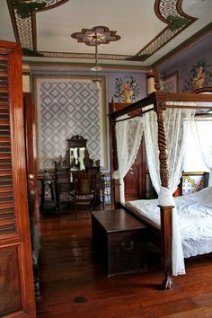 Philippine Interiors Designs Architectures Landscapes: Be A Don And Doña For A Day At An Ancestral House In Taal Filipino Architecture, Architecture Design, Modern Filipino House, Filipino Interior Design, Philippine Houses, Indian Home Interior, Bamboo House, Old Houses, House Design
