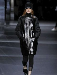 sfilata-moncler-gamme-rouge-autunno-inverno-2014-2015-nero  #moncler #womenswear #abbigliamentodonna #vestiti #clothes #autunnoinverno #autumnwinter #moda2014 #fashion #autunnoinverno20142015 #autumnwinter2015