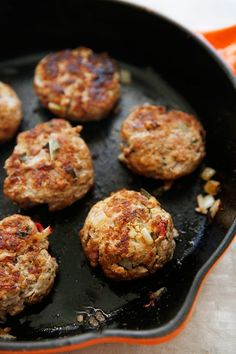 Apple Sage Breakfast Sausage These Apple Sage Breakfast Sausage are the perfect addition to your morning breakfast! They are simple to prepare and packed The post Apple Sage Breakfast Sausage appeared first on Lexi's Clean Kitchen. Sausage Recipes, Paleo Recipes, Real Food Recipes, Savory Breakfast, Sausage Breakfast, Morning Breakfast, Breakfast Bites, Pot Luck, Brunch Recipes