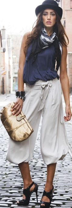 .so cool! how did she walk on that cobblestone street in those shoes without breaking her neck??