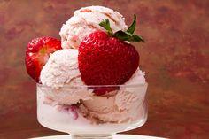 Inghetata de capsuni reteta pas cu pas savori urbane Cheesecake, Strawberry, Ice Cream, Desserts, Food, Sweet Treats, Romanian Recipes, Cakes, Cheesecake Cake
