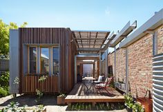 Retractable Roof House Kinetically Adapted to the Climate of Melbourne in Architecture