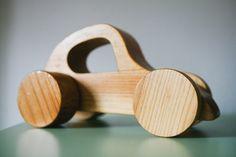 Voiture jouet en bois par RedRoomYellowRoom sur Etsy