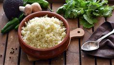 Květák je neuvěřitelně variabilní zelenina, chutná skvěle vařený, pečený i dušený. Můžete si z něj připravit i výborné přílohy. Tady je recept je krásně sypkou rýži. Whole 30, Cauliflower Rice, Low Carb Keto, Lchf, Plant Based, Grains, Vegan Recipes, Food And Drink, Anastasia