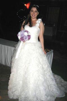 Si lo que deseas es deslumbrar el día de tu boda opta por un vestido principesco.