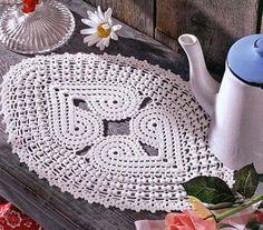 Centro de mesa oval em crochê. Feito com linha grossa. A ideia pode ser aproveitada para um tapete.