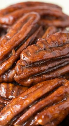 These Maple Molasses Glazed Pecans are super delicious and fabulous as a snack or cocktail nibble, on salads, desserts and make a wonderful gift too! Pecan Recipes, Candy Recipes, Sweet Recipes, Snack Recipes, Cooking Recipes, Snacks, Glazed Pecans, Candied Walnuts, Engery Bites