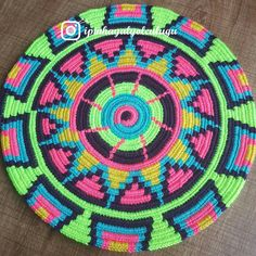 Yeni bir mochilla yaz renkleriyle pırıl pırıl capcanlı harika yolculuğumuz başladı instagram İpinHayalYolculuğu Tapestry Crochet Patterns, Crochet Mandala Pattern, Crochet Circles, Knitting Designs, Knitting Patterns, Diy Crochet, Crochet Hats, Mochila Crochet, Native American Patterns