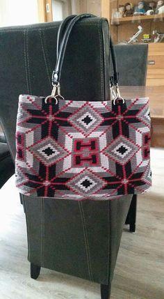 Wayuu Mochila bag Crochet Handbags, Crochet Purses, Crochet Bags, Tunisian Crochet, Knit Crochet, Mochila Crochet, Tapestry Crochet Patterns, Tapestry Bag, Single Crochet Stitch