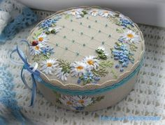 Surface embroidery ideas to stitch Ribbon Embroidery Tutorial, Silk Ribbon Embroidery, Crewel Embroidery, Embroidery Patterns, Machine Embroidery, Decorated Gift Bags, Ribbon Art, Ribbon Flower, Felt Gifts