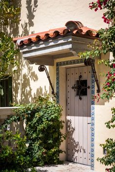 Classic Spanish Revival style entry door in an Palm Beach, Florida oceanfront. Built 1923, designed by Addison Mizner - Villa Tranquilla