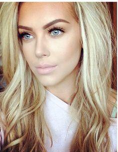 Makeup tips, blonde hair black eyebrows, black eyeliner, blonde makeup, dar Blonde Makeup, Blonde Hair Black Eyebrows, Makeup For Blondes, Hair Makeup, Black Eyeliner, Eyebrows For Blondes, Makeup Tips, Makeup Inspo, Dark Hair
