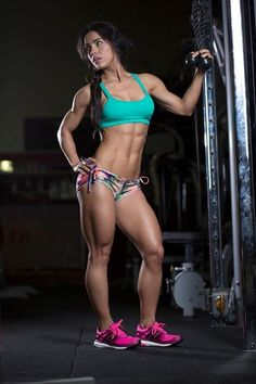 Female Form #StrongIsBeautiful #Motivation #WomenLift2 Andreia Brazier