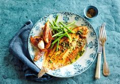 Try this classic French fish dish with our recipe for sole meunière Sole Meuniere, Pan Fried Fish, Garlic Roasted Potatoes, Roasting Tins, French Food, Fish Dishes, Fresh Herbs, Wine Recipes, Yummy Food