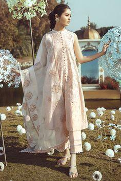 Top Clothing Brands In Pakistan 2020 Pakistani Fashion Casual, Pakistani Dresses Casual, Pakistani Dress Design, Indian Fashion, Casual Dresses, Fashion Dresses, Hijab Fashion, Korean Fashion, Fashion Tips